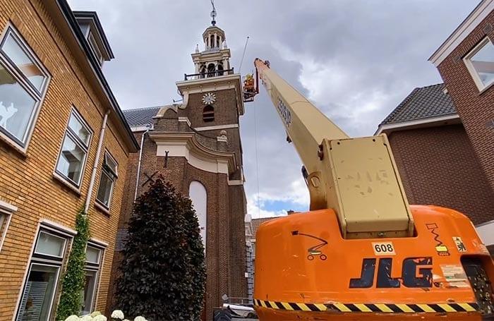 Onderhoud aan kerk in Hardinxveld